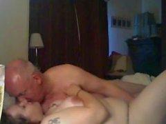 Mel me baise encore une fois .... elle aime à jouir comme celui-ci