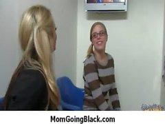 De maman se fait baiser par les Monster Cock gars le noir le 26