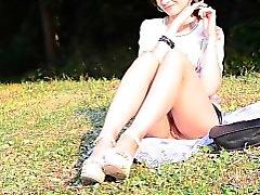 Jeny Smith insondável no parque público de