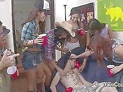 Garotas sensuais Universidade Estão Freaks Sex in dormroom