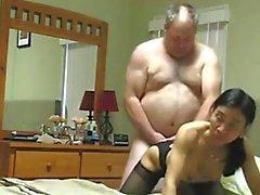 Abuelo de folla de Asia de la esposa