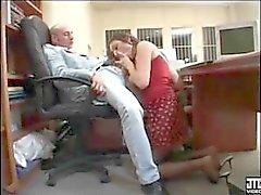 jefe francés folla a su secretaria puta