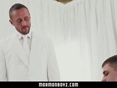MormonBoyz - Les mormons ont des relations sexuelles torrides dans une pièce secrète