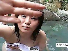 El subtítulo Estimulacion Con La Mano el Japón grupo de del POV baños mixtos aire libre