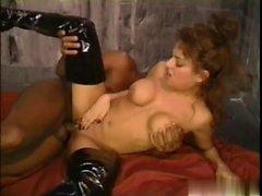 poco sexpot linda Lennox se puso las botas de cuero y ...