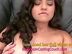 Anal Loving teen Squirting Couch Döküm üzerinde Cums