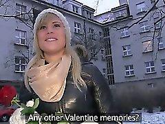 Чужой с улиц трахает блондинки в своей квартире