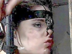 Bellezze Bounded perde interessante dal suo sexy di tortura