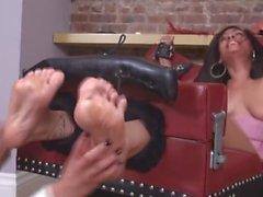 сексуальная Лейли Horribly боишься щекотки
