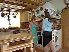 Naturel Lesbians in kitchen