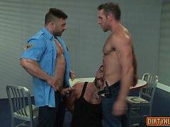 Muscle Bär Dreier mit Cumshot