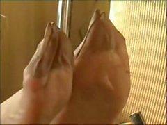 Signore in mostra i loro piedi da urlo Nylons compilation