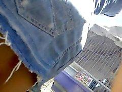 Upskirt Teen - Amiga tendiendo ropa