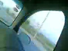 Arap Mısır'ın adamın arabaya onun kız göğüsleri dokunmak