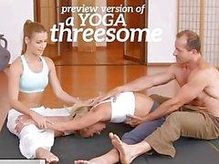 FitnessRooms Yoga girls saada creampied in joogatunnille kolmikko
