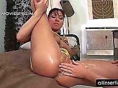 Schmutziges Lesben goes wild einen faust in ihrem Pussy