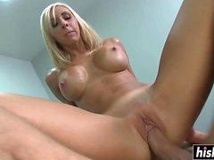 Big Cock masajes una rubia tetona