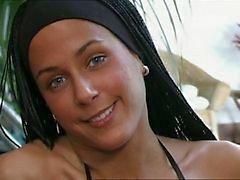 Claudia Demoro nam Ripley'i içine Ganged
