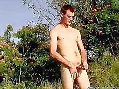 Garçon gai nus jeune brun Pisser cheveux dans la sauvage avec la Duke