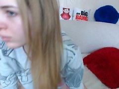 nekolukka amatoriale che si diteggia sulla webcam live