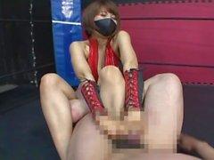 Japón Ballbusting / footdom / lucha libre