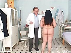 Grote tieten vette moeder Rosana gyno arts examen