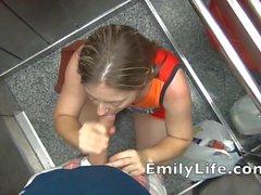 Blowjob im Aufzug POV mit deinem Amateur MILF voyeurcam