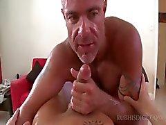 Straight Stud saa hänen munaa ja perse perseestä homo