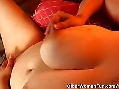 BBW milf Denise Davies gives her puffy pussy a treat