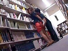 Соблазнительные Азии Cutie пизда дразнили подглядывание под юбки в библиотеку