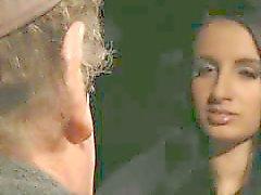 Old John blind date met een jonge brunette