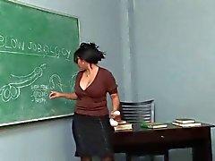 En vacker Bystig asiatiska Undervisar hur man gör avsugningar . M. & s