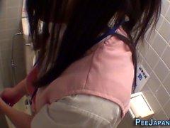 Asiatisches Teen gefilmt pinkeln