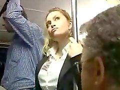 Sexig blond flicka missbrukas på buss
