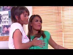 Savannah Secret et Amy Wild se tonifient avec une séance d'entraînement longue canne!