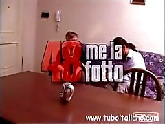 Italiaanse Teen en Mature 3some