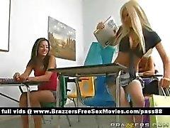 Colegial loira gostosa na escola