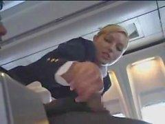 Hava hostes uçakta mastürbasyon ile yardımcı olur