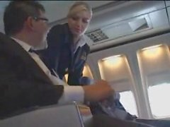 Lentoemäntä auttaa masturbointi lennolla
