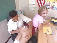 menina com tranças fazendo sexo