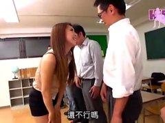 Söpö amatööri aasialainen antaa märkä blowjob