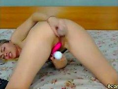 Naughty Teen stripping på webbkamera