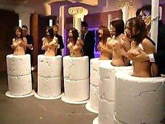 Helpless filles orientales obtenir leurs gros nichons massé