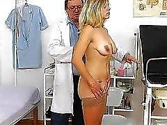 Madama gode la controllo ginecomastia