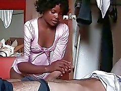 Neri massaggiatore offre del BJ per della vite prigioniera white