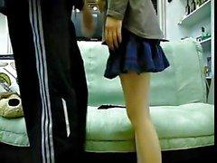 casal amigos coreano fazendo sexo no sofá 2