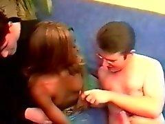 Güzel Afrika Teen 2 horny white Çıtçıt tarafından baştan alır