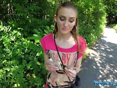 Julkinen Agent - Sexy Sporty Student Fucked in Public alalla