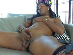 Ebony Tranny Savanna Summers Makes Herself Cum