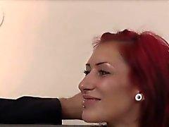Karina ist dirty little Schlampe ficken . Sie hat schöne runde Esel